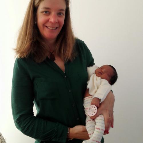 La nueva directora y el primer bebé nacido tras su llegada